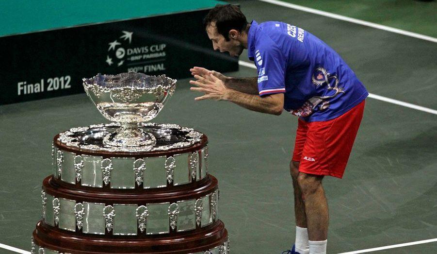 En dominant Nicolas Almagro en quatre sets, le Tchèque Radek Stepanek a offert la première Coupe Davis à son pays, dimanche.