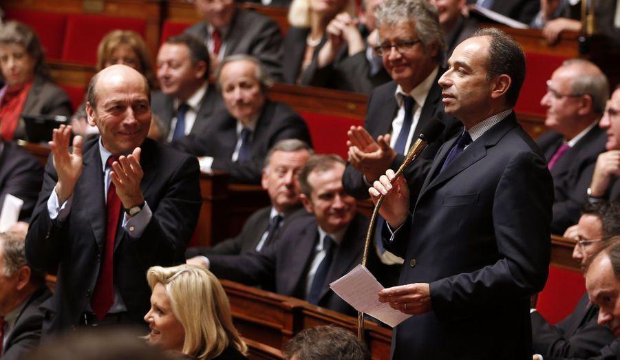 Au lendemain de sa courte victoire dans l'élection pour la présidence de l'UMP, Jean-François Copé a posé une question au gouvernement, mardi, à l'Assemblée nationale. Le nouveau président de l'UMP a été abondamment applaudi par les députés de droite.