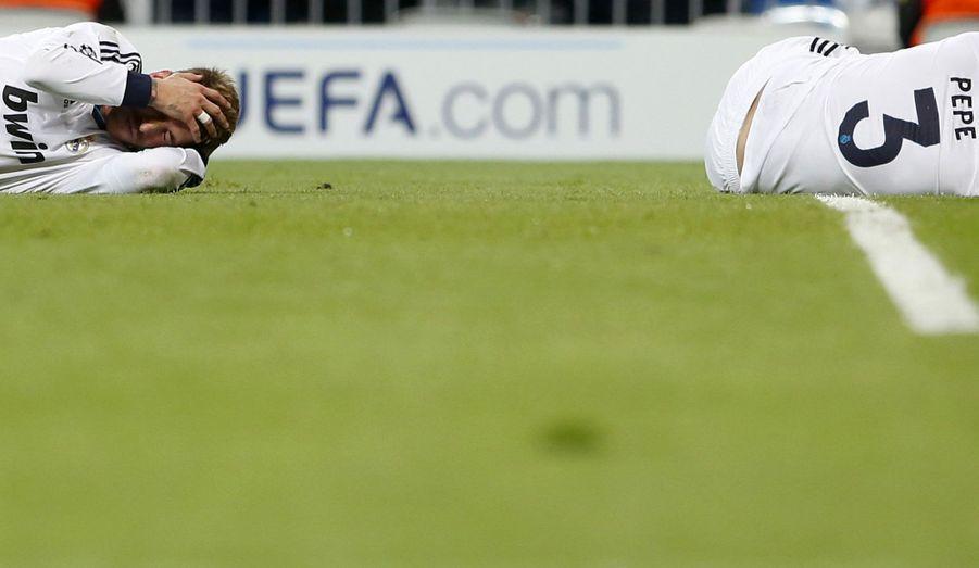 Les coéquipiers Sergio Ramos et Pepe sont entrés en collision, lors du match qui a opposé leur équipe le Real de Madrid, au Borussia Dortmund. Le match s'est terminé sur un match-nul, deux buts partout.