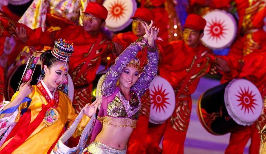 La ville de Guangdong - Canton - au sud de la Chine - accueille les 16e Jeux asiatiques de l'histoire. La cérémonie d'ouverture s'est déroulée la nuit dernière, avec bien sûr de magnifiques numéros de danse.