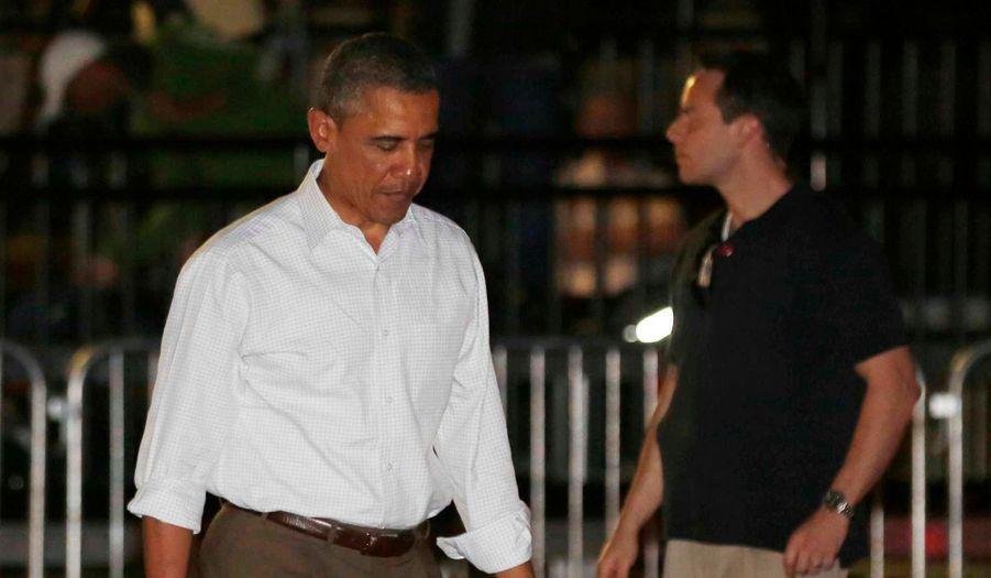 Barack Obama a dû écourter ses vacances en famille à Hawaï et repartir pour Washington mercredi soir à cause de la crise budgétaire. Le président américain doit en effet absolument négocier un compromis s'il veut éviter aux Etats-Unis une cure d'austérité forcée début janvier.
