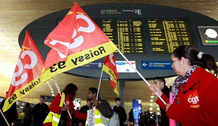La grève des personnels de sûreté a été reconduite ce lundi, à l'aéroport parisien de Roissy-Charles de Gaulle.