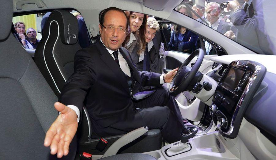 Le président de la République François Hollande était au Mondial de l'auto, porte de Versailles à Paris pour l'inauguration de la manifestation.