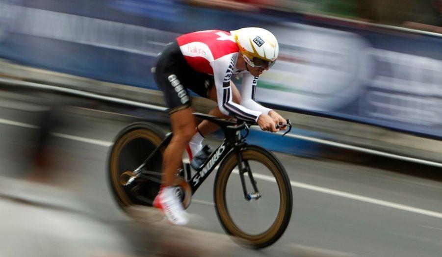 Champion du monde du contre-la-montre en titre, Fabian Cancellara a conservé son bien, vendredi, en remportant l'épreuve disputée à Melbourne. Le Suisse, qui décroche là son quatrième maillot arc en ciel dans la discipline, a bouclé les 45,8 kilomètres du parcours en 58'09. Il devance largement le Britannique David Millar (à 1'02), et l'Allemand Tony Martin (à 1'12). Le premier Français, Nicolas Vogondy, est 15e à 3'39. Sylvain Chavanel est 19e (à 4'00).