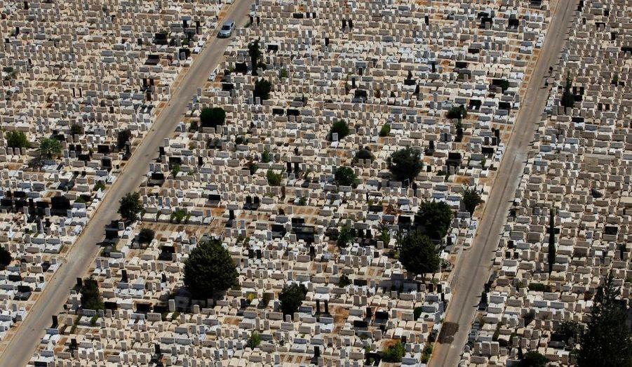 Une vue aérienne montrant le Kiryat Shaul, le cimetière de Tel Aviv.