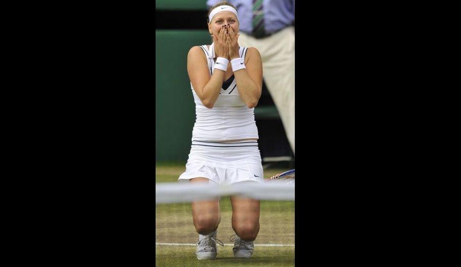 La Tchèque de 21 ans Petra Kvitova explose de joie lors de sa victoire contre Maria Sharapova en finale du tournoi de Wimbledon. C'est le premier titre majeure pour la jeune femme.
