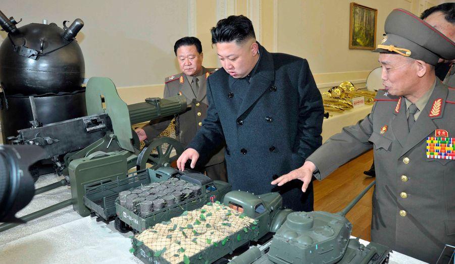 Le dictateur nord-coréen Kim Jong-un visite le «musée de la Guerre victorieuse de libération de la mère-patrie», dimanche.