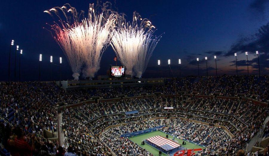 Un feu d'artifice marque l'ouverture du tournoi de l'US Open de New York.