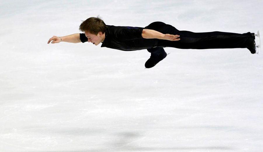 Le patineur suédois Alexander Majorov défie les lois de la pesanteur lors du programme court des championnats d'Europe de Zagreb.