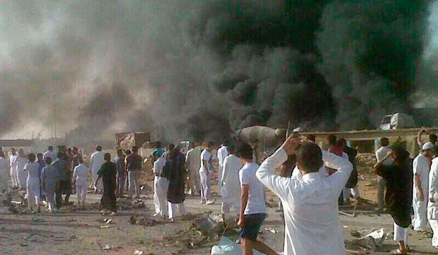 De la fumée s'élève depuis Ryad, capitale de l'Arabie Saoudite. Jeudi, un camion-citerne transportant du gaz s'est heurté à un pont, provoquant une explosion meurtrière dans tout le quartier. On compte désormais 22 morts et 111 blessés.