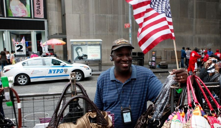 Deux vendeurs de rue sont devenus les héros de New York après avoir repéré la voiture piégée de Times Square.
