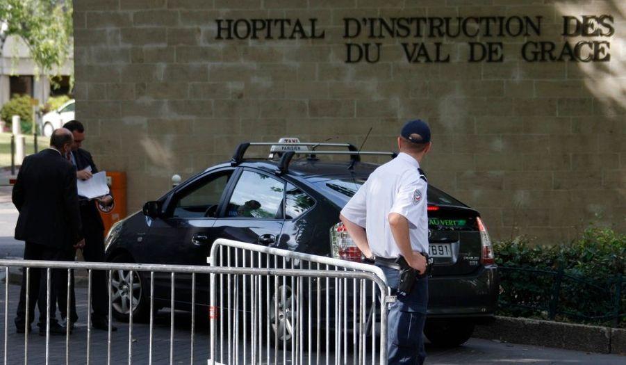 L'hôpital du Val-de-Grâce (Paris Ve) a été bouclé hier suite à l'hospitalisation du chef de l'Etat. De nombreuses personnalités politiques ont été soignées dans cet établissement militaire, de Jacques Chirac à Jean-Pierre Chevènement en passant par Raymond Barre - qui y est mort, tout comme Pierre Messmer.