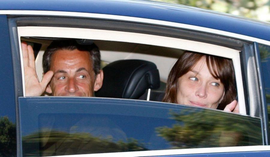 Carla et Nicolas Sarkozy sont arrivés mercredi à la mi-journée au cap Nègre, sur la commune du Lavandou dans le Var, pour trois semaines de vacances dans la résidence de la famille Bruni. Le chef de l'Etat doit regagner Paris pour le conseil des ministres de rentrée, prévu le 25 août.
