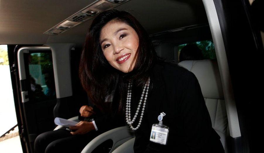 Yingluck Shinawatra est la nouvelle première ministre thaïlandaise. Cette jeune femme de 44 ans, sans expérience politique, est la petite soeur de Thaksin Shinawatra, le premier ministre en exil. C'est la première fois qu'une femme dirige le gouvernement thaïlandais.