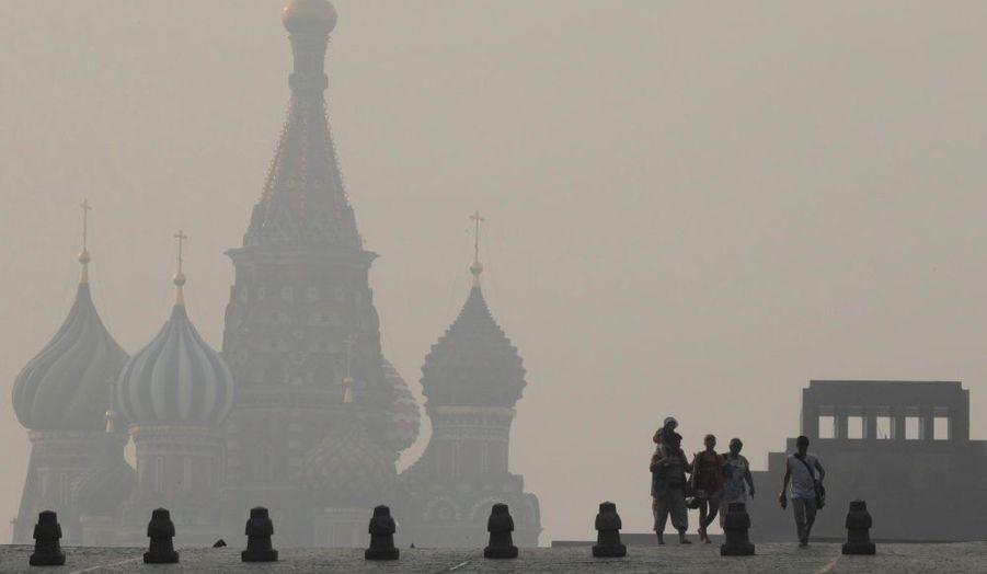 La Place Rouge de Moscou plongée dans un épais brouillard suite aux incendies qui ravagent la région depuis plusieurs jours.