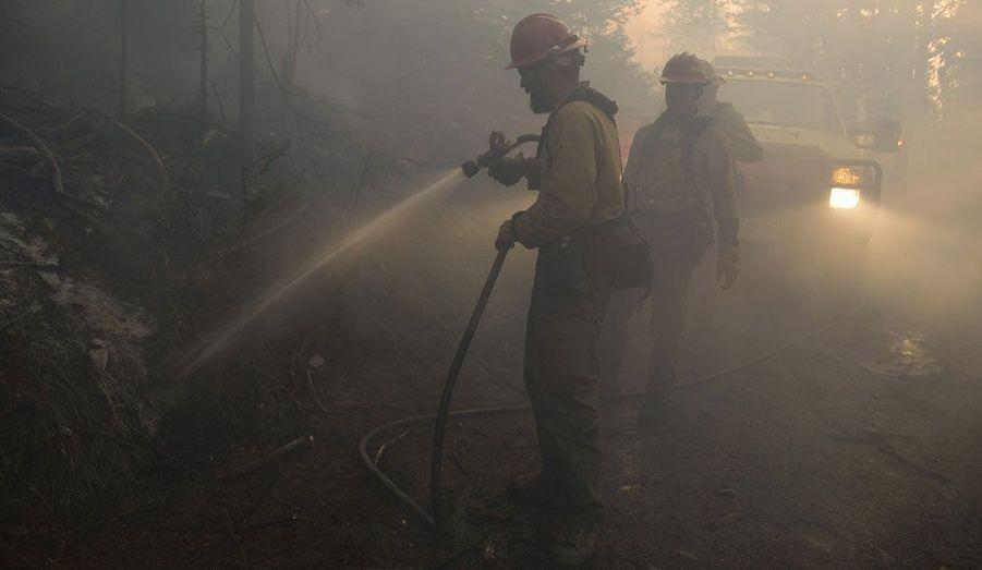 L'arrivée de l'automne n'a pas épargné de dramatiques incendies à la forêt Okanogan-Wenatchee, dans l'Etat du Washington, aux Etats-Unis, où les pompiers luttent contre les flammes.