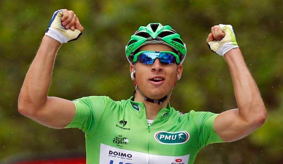 Peter Sagan est bien l'homme fort de ce début de Tour de France. Le Slovaque, déjà vainqueur à Seraing dimanche, s'est adjugé la troisième étape de la Grande Boucle ce mardi à Boulogne-sur-Mer, à l'issue d'une montée de 700 mètres à plus de 7.4% de moyenne. Le maillot vert du Tour a franchi la ligne d'arrivée avec plusieurs longueurs d'avance sur Edvald Boasson Hagen et Peter Velits. Encore bien classé, quatrième, Fabian Cancellara a conservé son maillot jaune de leader.