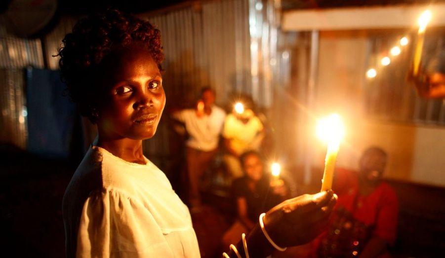 Des milliers de Soudanais du Sud sont descendus dans les rues de Djouba pour célébrer l'accession de leur pays à l'indépendance qui pourrait se traduire par une nouvelle période d'incertitude après des années de conflit.
