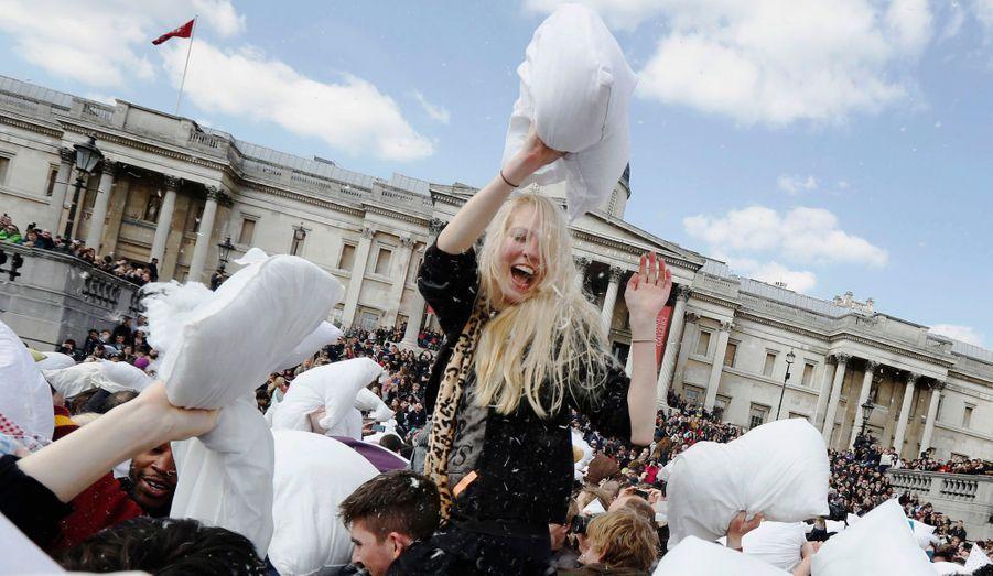 Une grande bataille d'oreillers a été organisée sur Trafalgar Square, à Londres, samedi.