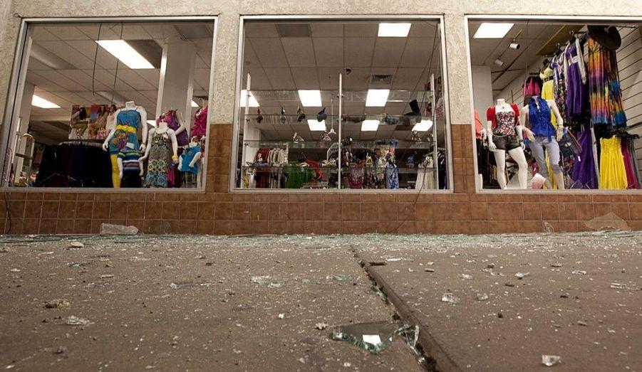Un puissant séisme de 7,2 sur l'échelle de Richter est survenu dimanche près de la frontière entre le Mexique et la Californie, tuant au moins une personne et faisant une centaine de blessés. Des secousses ont été ressenties de Tijuana au Mexique à Los Angeles aux Etats-Unis. Une personne a été tuée lors de l'effondrement d'une maison à Mexicali, a appris l'agence de presse Reuters L'électricité a été coupée dans plusieurs parties de l'Etat.
