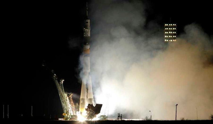 Le 12 avril prochain, cela fera cinquante ans que Iouri Gagarine devint le premier homme à être envoyé dans l'espace, dans une navette russe, depuis le Kazakhstan. Pour célébrer cet anniversaire, une nouvelle capsule Soyouz transportant deux Russes et un Américain, baptisée en son nom, se sont envolées en direction de la Station spatiale internationale (ISS).