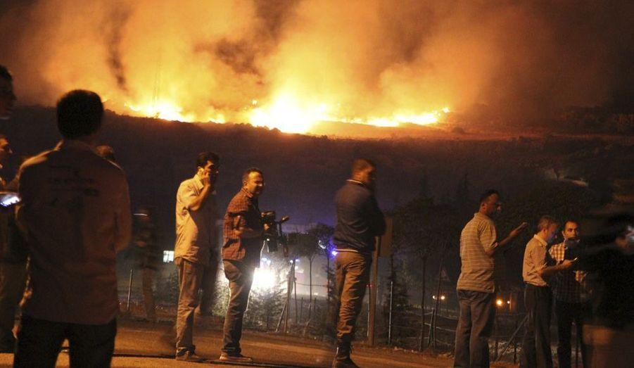 Une armurie de l'armée turquea explosé mercredi à Afyon, dans l'ouest du pays,déclanchant un incendie.L'explosion s'estproduite lors d'un inventaire,et a entraîné la mort de25 soldats.