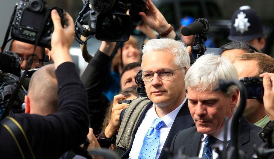 Depuis mardi, le fondateur controversé de Wikileaks se présente devant la cour d'appel de Londres, en Angleterre, chargée de décider de son extradition ou non vers la Suède. Il y est accusé de crimes sexuels.