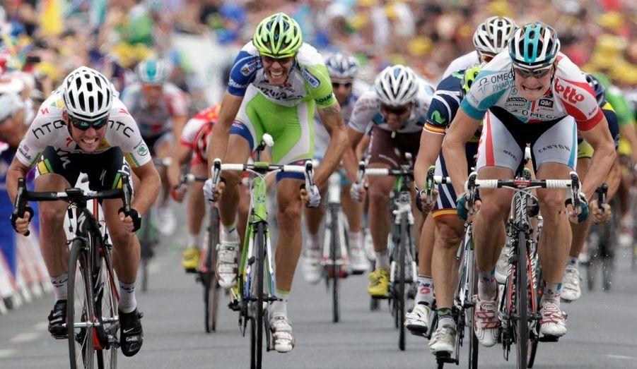 Au lendemain de la journée de repos, André Greipel (Omega-Lotto) a remporté mardi à Carmaux la première victoire de sa carrière sur le Tour de France. L'Allemand s'est imposé au sprint devant Mark Cavendish pourtant bien lancé vers la victoire au terme d'une journée longtemps animée par six échappés, dont cinq Français (Vichot, Delaplace, Di Grégorio, El Farès et Minard), avant le coup de force tenté dans la dernière difficulté du jour par Philippe Gilbert. Le maillot vert a alors emmené dans sa roue le maillot jaune, Thomas Voeckler, ou encore le jeune Tony Gallopin à 15 kilomètres de l'arrivée mais la présence de Tony Martin, coéquipier au sein de la HTC de Cavendish, a condamné cette envolée.
