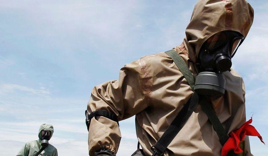 Le Viêtnam a débuté, vendredi, la première phase de nettoyage des dégâts causés par l'Agent Orange, un défoliant contenant des dioxines pulvérisé par les troupes américaines, pendant la guerre. Ce projet, mené en collaboration avec son ancien ennemi les Etats-Unis se concentre sur un site où le défoliant chimique était stocké par l'armée américaine pendant le conflit, qui a pris fin il y a près de 30 ans. La contamination à la dioxine, produit utilisé dans les herbicides, provoque des cancers et des malformations du foetus.