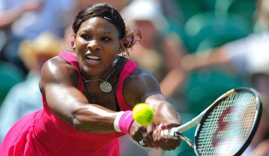 Malgré la perte de la première manche en 27 minutes, Serena Williams a réussi un retour gagnant, mardi à Eastbourne, près d'un an après son dernier match disputé sur le circuit professionnel. L'Américaine, bénéficiaire d'une wild-card à Eastbourne, a battu Tsvetana Pironkova (1-6, 6-3, 6-4) en 2h03 et retrouvera au deuxième tour Vera Zvonareva ou Heather Watson.