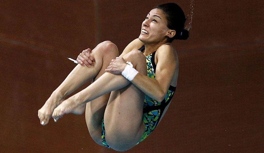 La Mexicaine Paola Espinosa saisie en plein vol lors de la demi-finale du plongeon à 10 mètres lors des FINA Diving World Series à Dubaï.