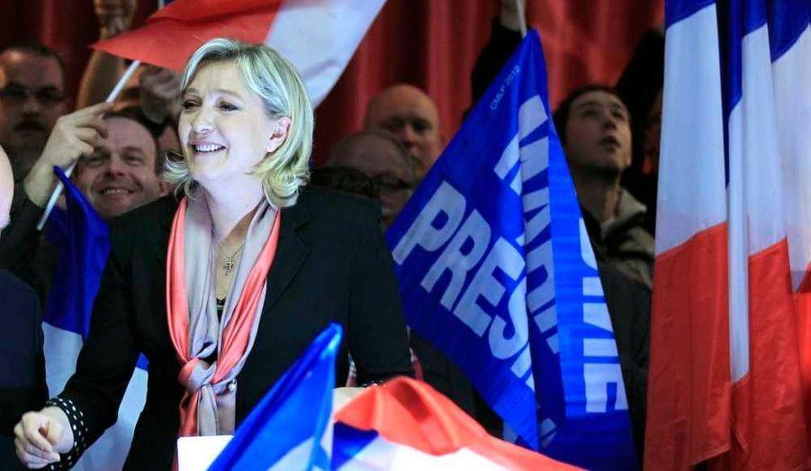 Marine Le Pen s'adressant à ses partisans à Hénin-Beaumont après avoir annoncé qu'elle avait obtenu les 500 parrainages nécessaires à sa candidature à la présidentielle de 2012.