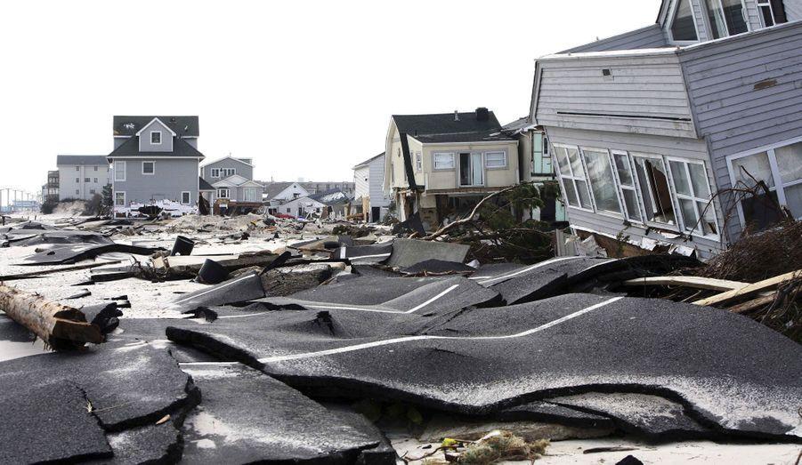 Une route d'Ortley Beach, dans le New Jersey, aux Etats-Unis, a été totalement détruite par l'ouragan Sandy.