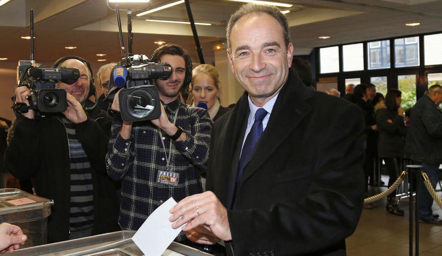 Jean-François Copé vote pour l'élection du président de l'UMP, dans son fief de Meaux, dimanche.