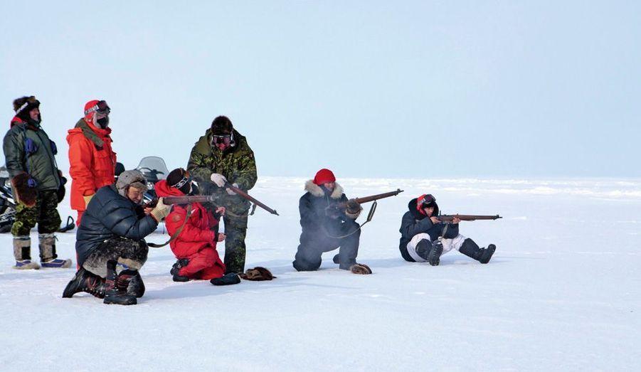 Les rangers à l'exercice, avec leur Lee-Enfield de la Première Guerre mondiale, une arme très résistante, dont le canon enrobé de bois protège la main du froid.