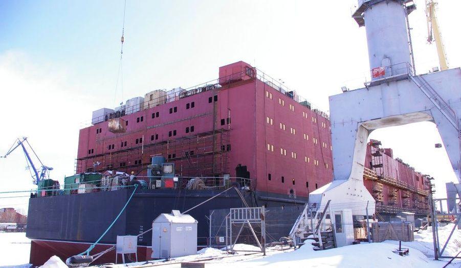 L'Akademik Lomonosov, ici photographié le 25 mars dernier, est la première centrale nucléaire flottante au monde. Malgré l'incident de Fukushima, la Russie entend bien promouvoir ce fleuron de son industrie nucléaire.