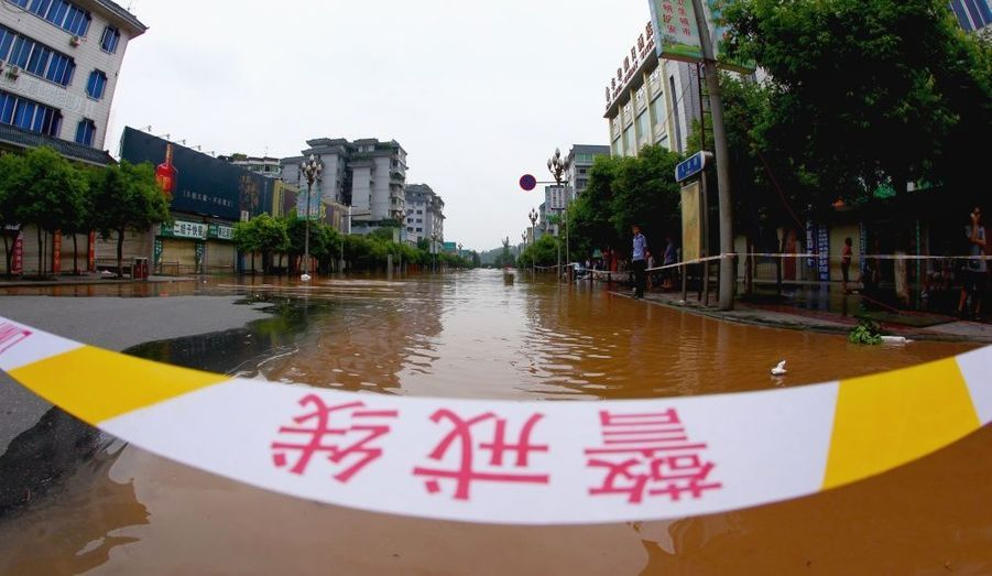 """Sur cette banderole, dans la région du Sichuan, on peut lire """"Ligne de sécurité."""""""
