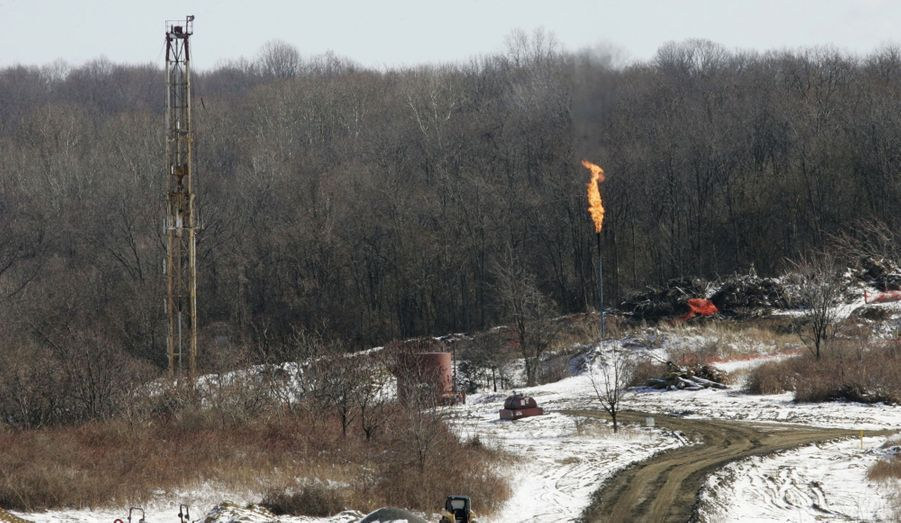 Toujours en Pennsylvanie, un autre puits qui exploite le gisement Marcellus, photographié en 2009. L'immensité de certains sites impose de multiplier les forages et de déplacer les zones d'extraction.