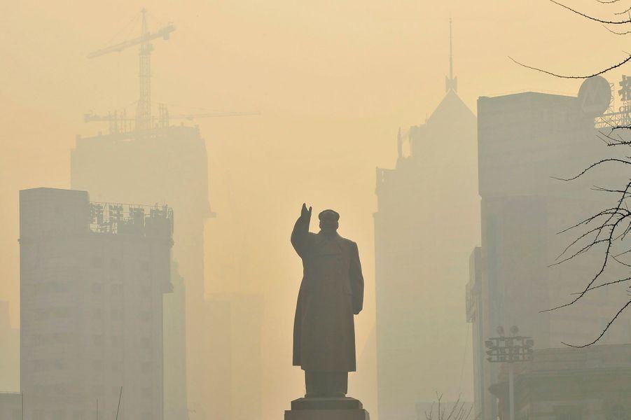 Mao dans la brume à Shenyang