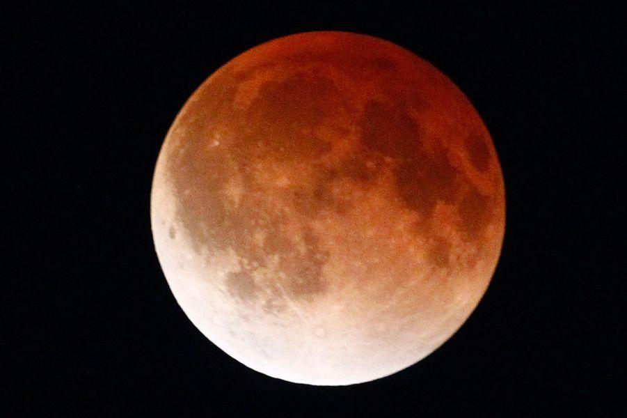 Quand la Lune vire au rouge