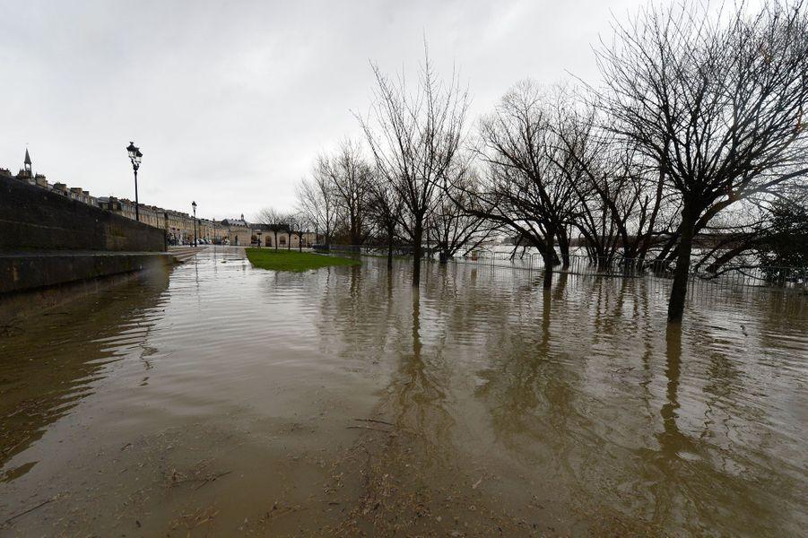 La Garonne est sortie de son lit à Bordeaux