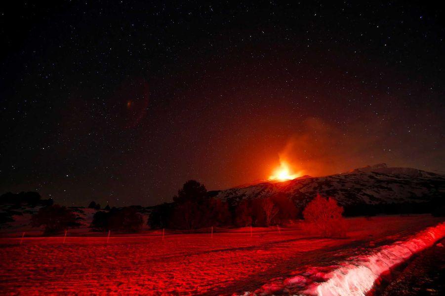 L'Etna est entré en éruption.