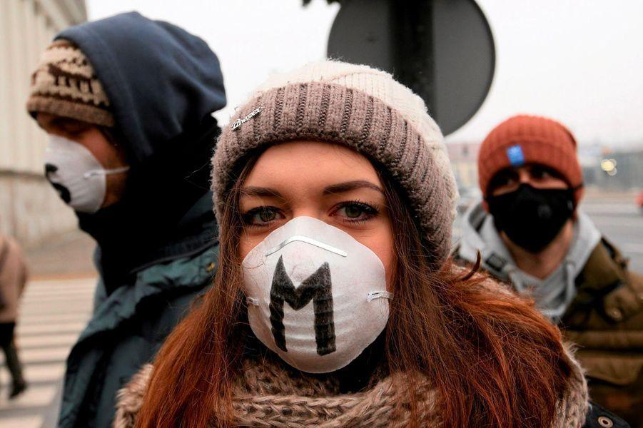 A Varsovie, des Polonais ont manifesté début février pour demander au gouvernement d'agir pour régler le problème de la pollution atmosphérique
