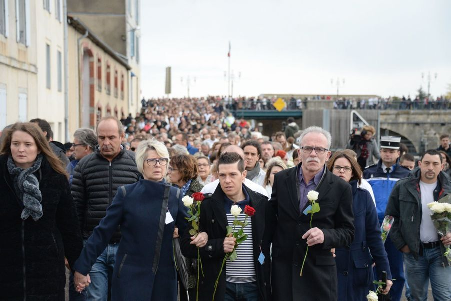 Pour Alexia Daval, La Joggeuse Tuée À Gray, 8000 Personnes Ont Marché En Silence   3