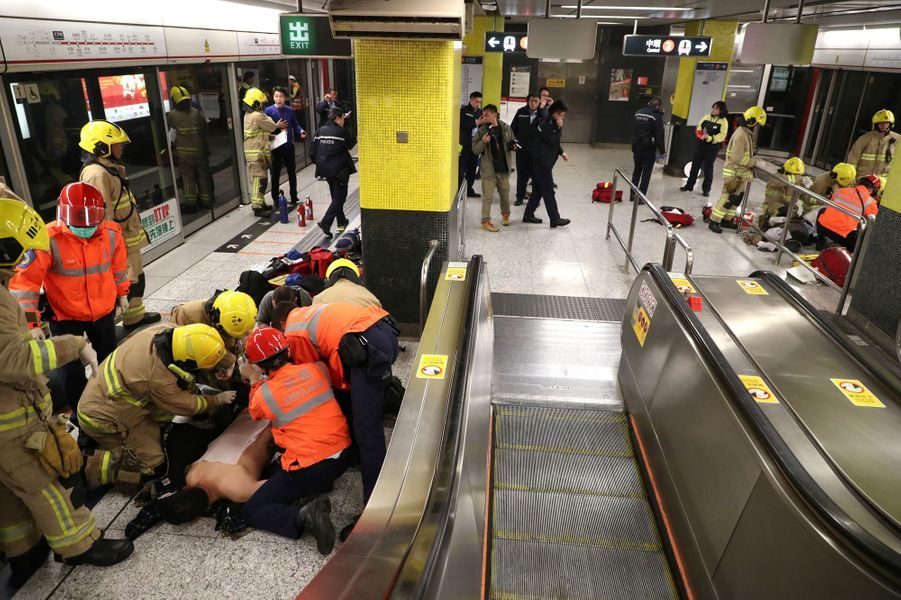 Au moins 13 personnes ont été blessées dans le métro de Hong Kong, le 10 février 2017.