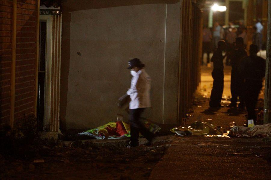 Quatre hommes ont été tués dans une rue de la capitale Tegucigalpa, au Honduras, dimanche 15 mai 2016.