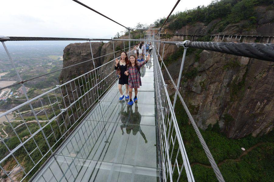 Braver la peur sur un pont... en verre