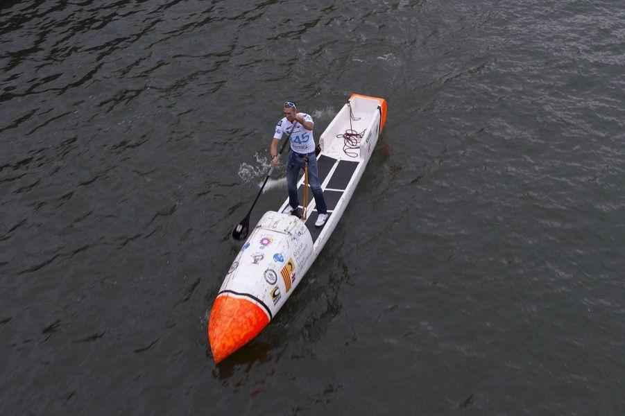 Nicolas Jarossay tente la traversée de l'Atlantique sur un stand up paddle en totale autonomie