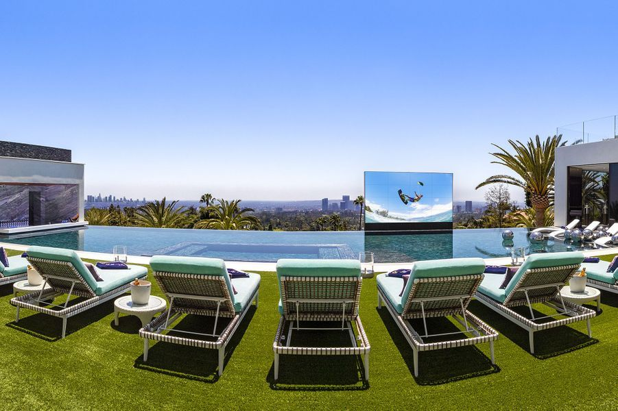 03 Pool Panorama 300DPI