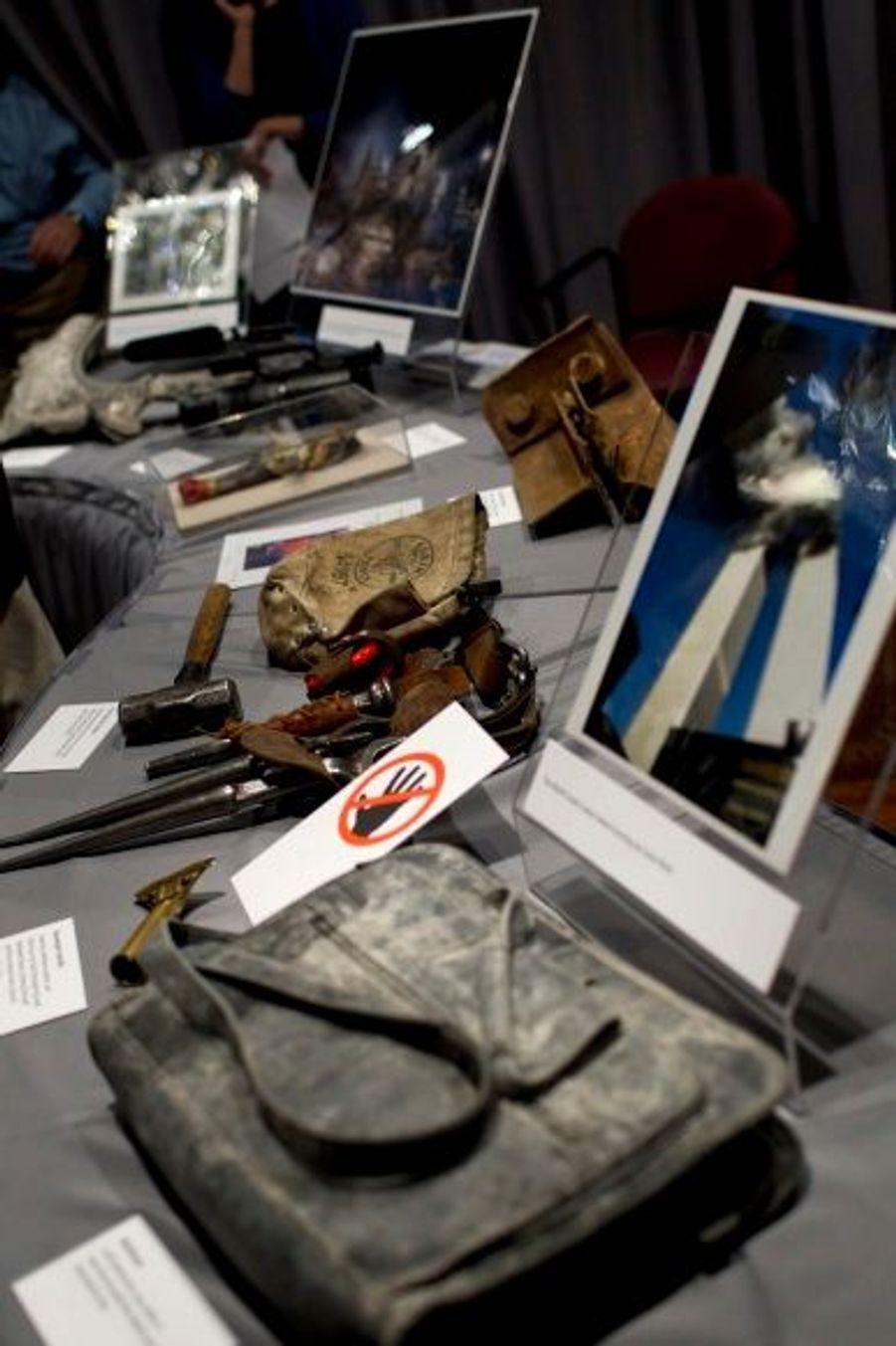 Une sacoche pleine de poussière, extraite des décombres du World Trade Center.